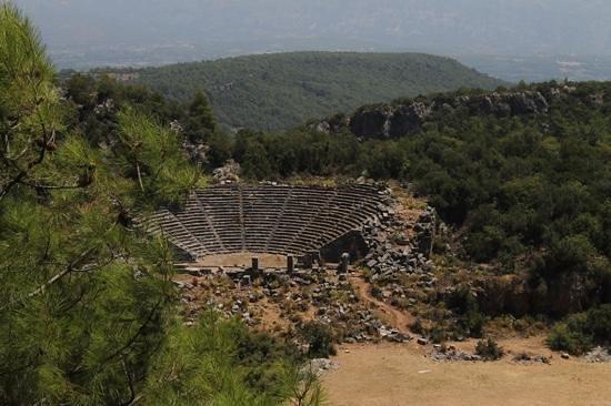 pinara-antik-kenti-tiyatro